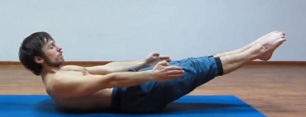 Ардха Навасана - Поза Полулодки (с носками, оттянутыми от себя)