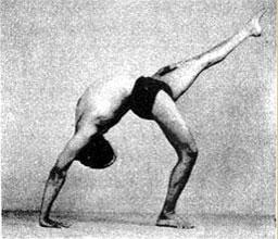 Эка Пада Урдхва Дханурасана – Поза перевернутого лука с ногой